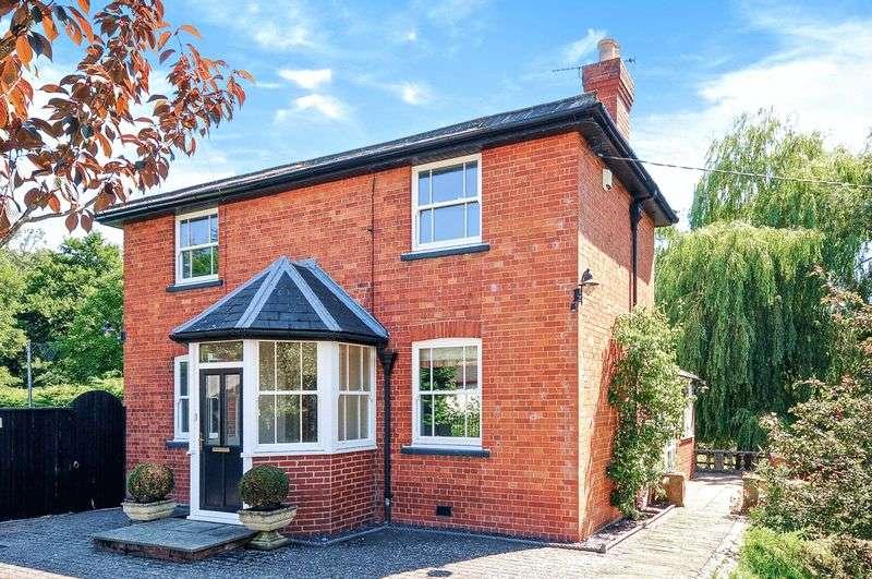 3 Bedrooms Detached House for sale in Yetminster, Sherborne, DT9
