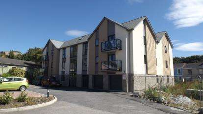 2 Bedrooms Flat for sale in Jubilee Drive, Redruth, Cornwall