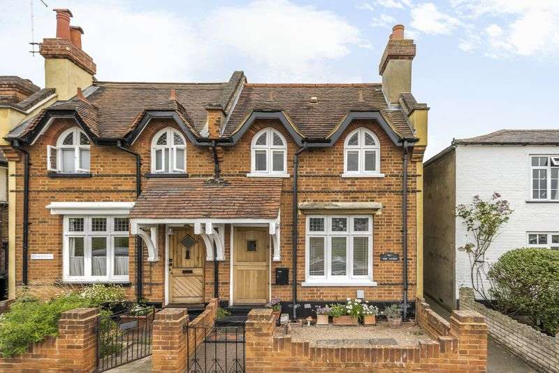 2 Bedrooms Semi Detached House for sale in Weston Green, Thames Ditton, KT7