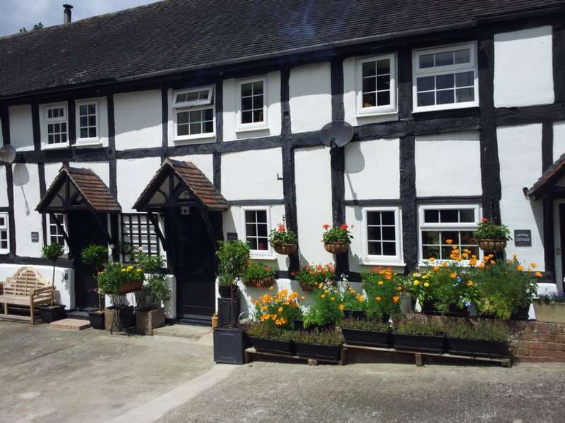 2 Bedrooms Barn Conversion Character Property for sale in Mistletoe Bough, Ludlow, Shropshire, SY8