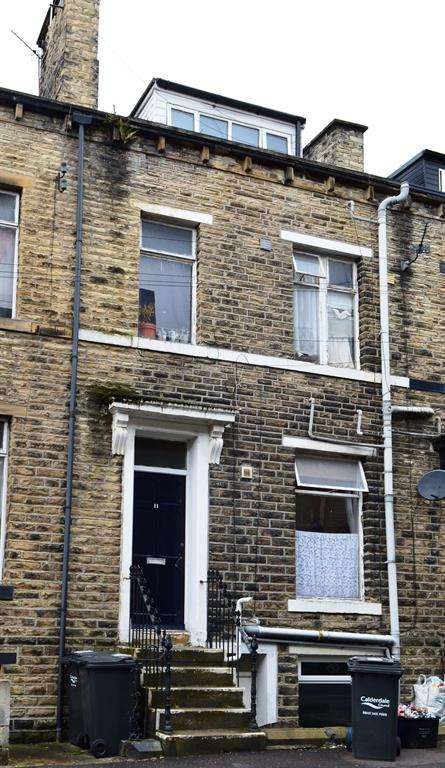 4 Bedrooms Terraced House for sale in Lord Street, Halifax, HX1 5AE