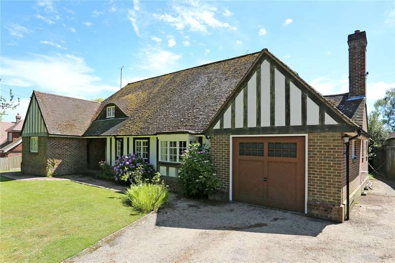 4 Bedrooms Detached House for sale in Middle Drive, Maresfield Park, Uckfield, East Sussex, TN22