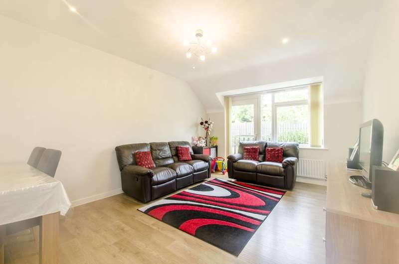 2 Bedrooms Flat for sale in Elland Close, New Barnet, EN5