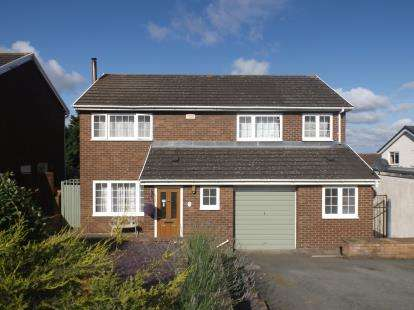 4 Bedrooms Detached House for sale in Parc Gwelfor, Dyserth, Rhyl, LL18