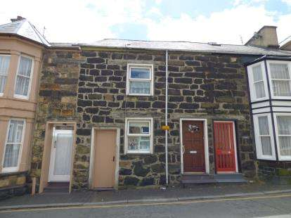 3 Bedrooms Terraced House for sale in Lleyn Street, Pwllheli, Gwynedd, LL53