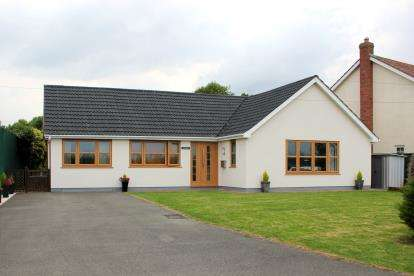 4 Bedrooms Bungalow for sale in Chapel Lane, North Cockerington, Louth