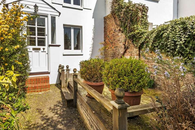 2 Bedrooms Cottage House for sale in Tandridge Lane, Tandridge