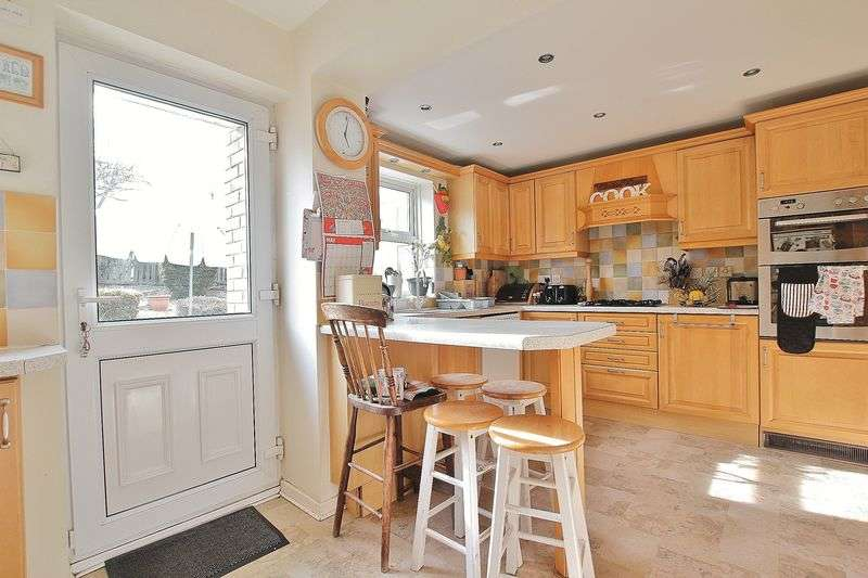 3 Bedrooms Semi Detached House for sale in Elsham Rise, Hessle