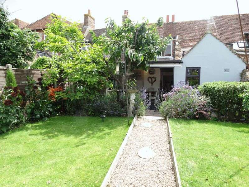 3 Bedrooms Terraced House for sale in High Street, Selsey