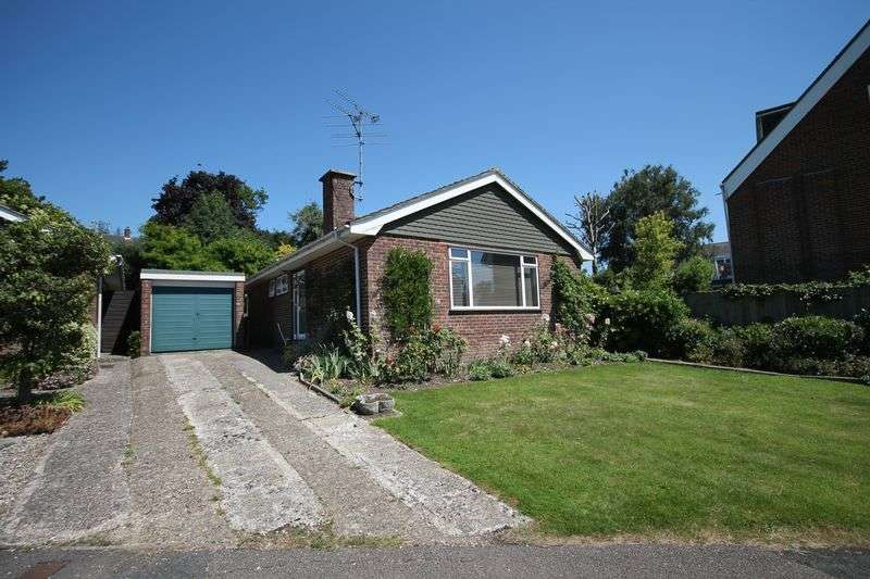 2 Bedrooms Detached Bungalow for sale in Hawthorn Way, Storrington