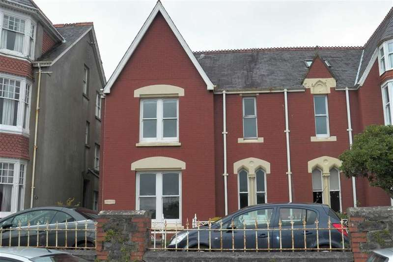 5 Bedrooms Semi Detached House for sale in Penllwyn Park, Carmarthen