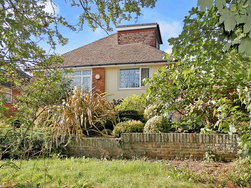 3 Bedrooms Bungalow for sale in Norbury Close, Lancing