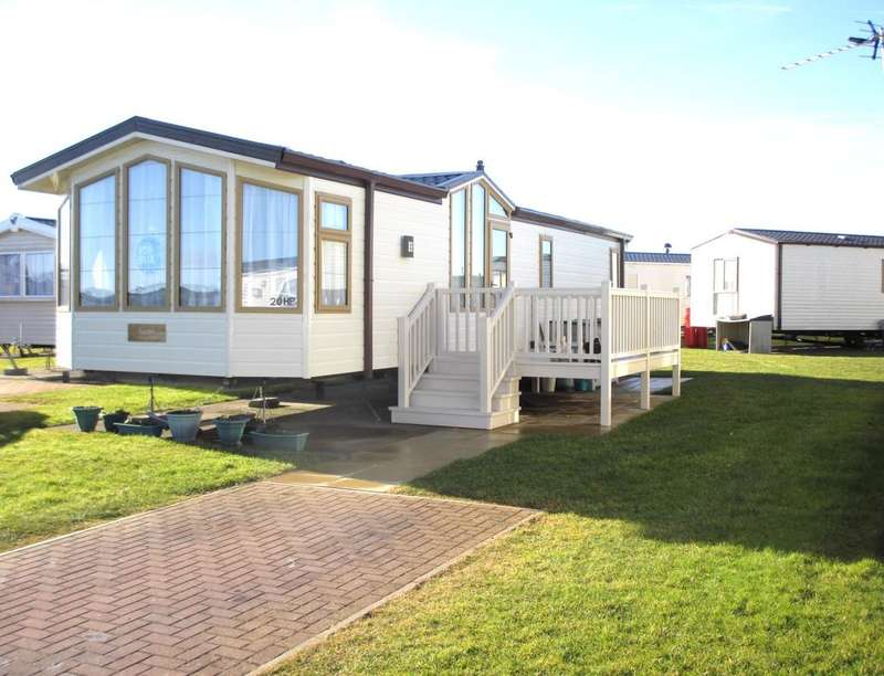 2 Bedrooms Detached Bungalow for sale in Hornville Place Links Road, Amble, Morpeth, NE65