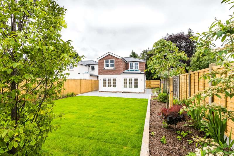 4 Bedrooms Detached House for sale in Flanchford Road, Reigate, RH2