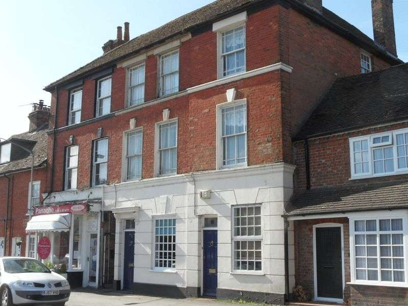 3 Bedrooms Terraced House for sale in Lane End High Street.
