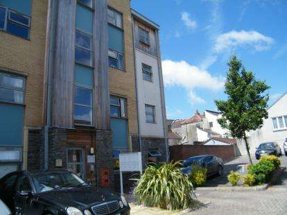 2 Bedrooms Flat for sale in Talavera Close, Bristol