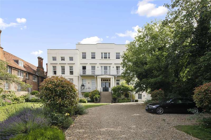 Flat for sale in Rotary Court, Hampton Court Road, East Molesey, Surrey, KT8