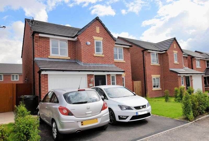 4 Bedrooms Detached House for sale in Dumers Chase, Manchester