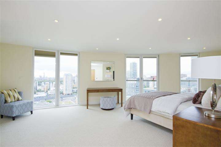 2 Bedrooms Flat for sale in Trinity Tower, 28 Quadrant Walk, London