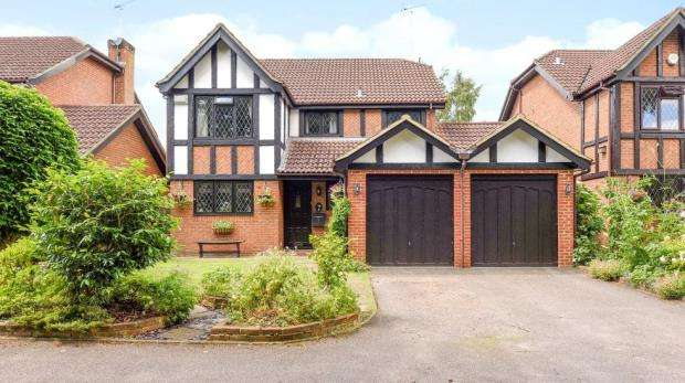 4 Bedrooms Detached House for sale in Hillsborough Court, Sandy Lane, Farnborough