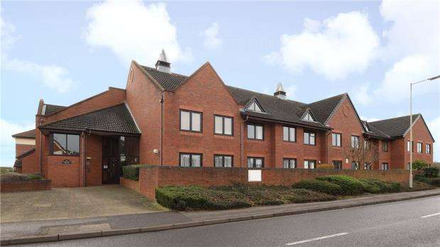 2 Bedrooms Apartment Flat for sale in Magnolia Court, Headley Road East, Reading