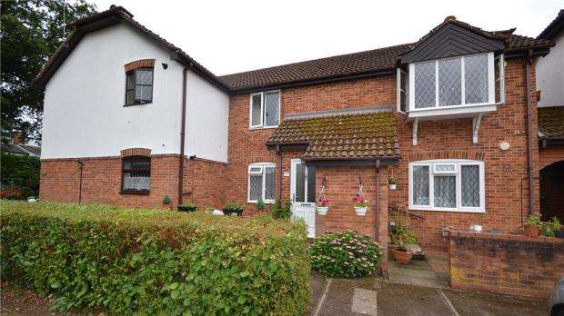 2 Bedrooms Apartment Flat for sale in West Fryerne, Yateley, Hampshire