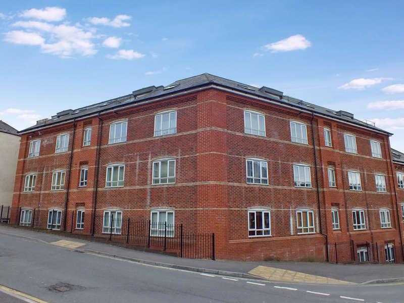 1 Bedroom Flat for sale in Stroud