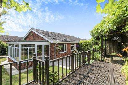 3 Bedrooms Bungalow for sale in Long Stratton, Norwich, Norfolk