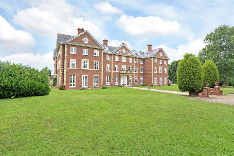 2 Bedrooms Flat for sale in Warnham Manor, Ends Place, Horsham, West Sussex, RH12