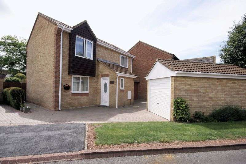 3 Bedrooms Detached House for sale in Bullfinch Court, Lee on the Solent, PO13
