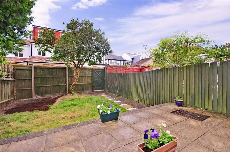 3 Bedrooms Terraced House for sale in Barmouth Road, Shirley, Surrey