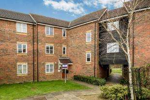 3 Bedrooms Flat for sale in Riverbank Way, Ashford, Kent