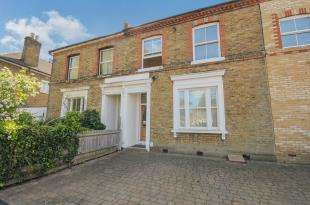 3 Bedrooms Terraced House for sale in Crescent Road, Bromley