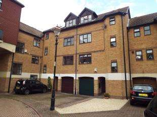 3 Bedrooms Terraced House for sale in Hathaway Court, Esplanade, Rochester, Kent