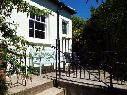 2 Bedrooms Bungalow for sale in Falmouth, Cornwall