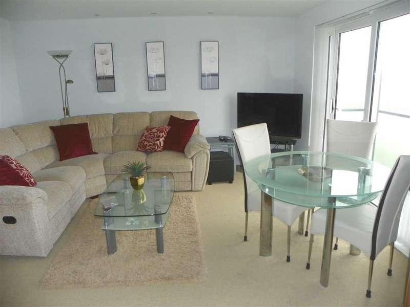 2 Bedrooms Flat for sale in Cwrt Westfa, Pentre Doc Y Gogledd, Llanelli