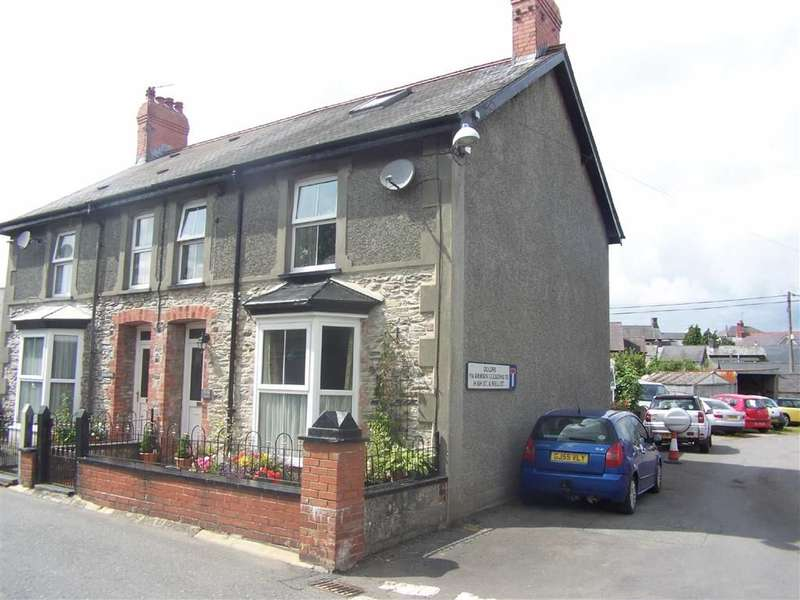 3 Bedrooms Property for sale in Dewi Road, Tregaron