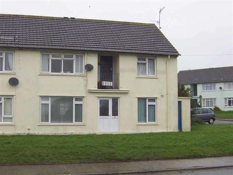 2 Bedrooms Flat for sale in 22 Churchill Close, TENBY