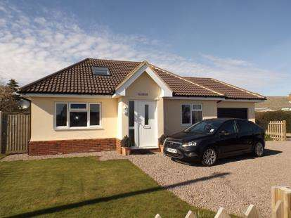 4 Bedrooms Bungalow for sale in East Bergholt, Colchester, Suffolk