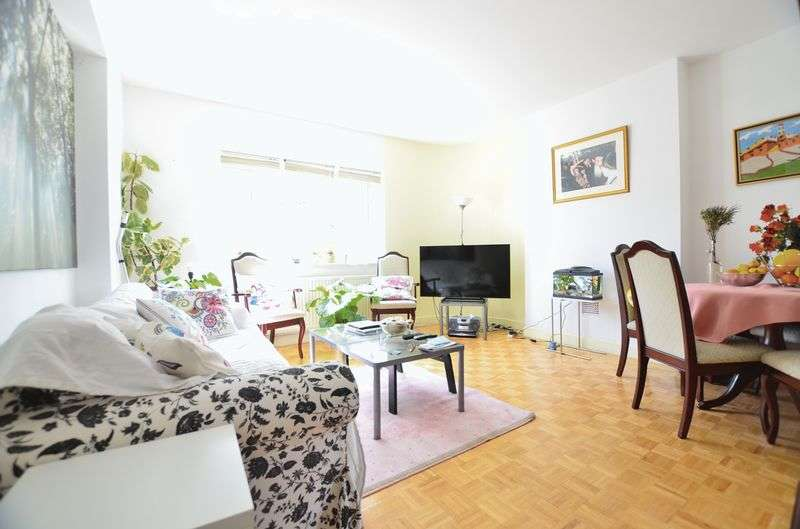 3 Bedrooms Flat for sale in Cazenove Road, Stoke Newington N16