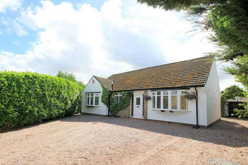 3 Bedrooms Detached Bungalow for sale in Byland Place, Westlands, Newcastle