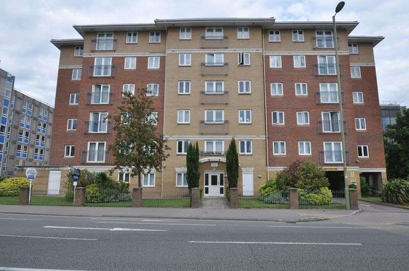 2 Bedrooms Flat for sale in Chapter House, Farnborough Road, Farnborough