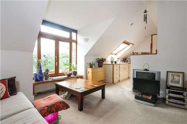 2 Bedrooms Flat for sale in Hopton Road, LONDON, SW16