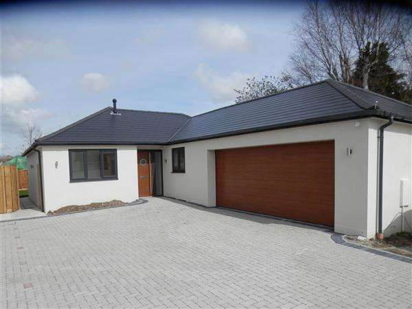 3 Bedrooms Bungalow for sale in Branksea Avenue, Poole