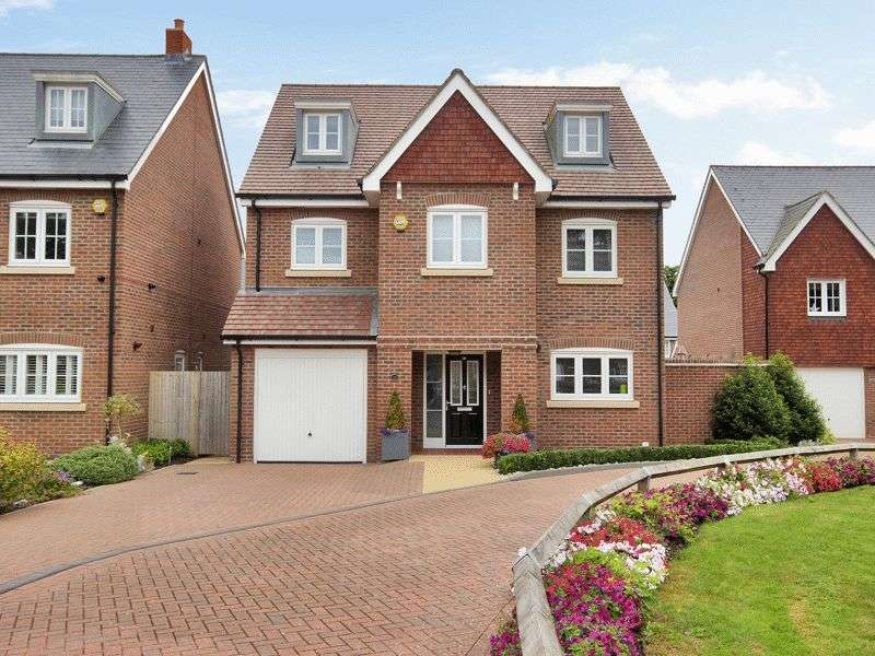 5 Bedrooms Detached House for sale in St Augustine Road, Southgate, Crawley, West Sussex