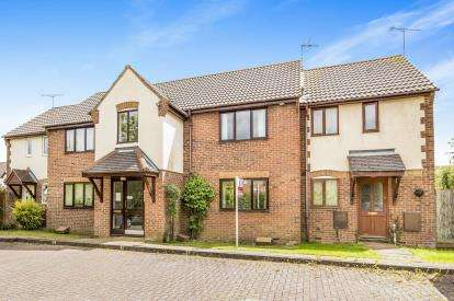 1 Bedroom Flat for sale in Lapwing Close, Bicester, Oxfordshire, Oxon