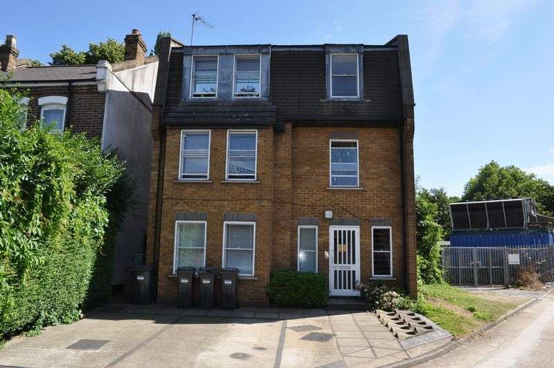 Flat for sale in Oxford Road North, London