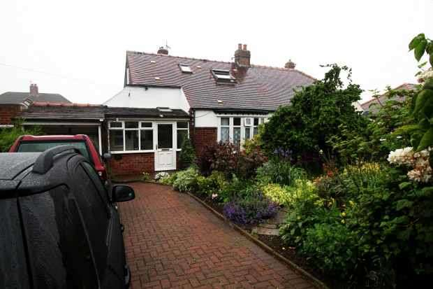 3 Bedrooms Detached Bungalow for sale in Coach Road, Saltburn-By-The-Sea, Cleveland, TS12 2RA