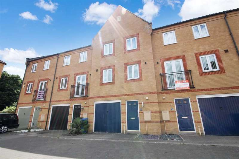 3 Bedrooms Town House for sale in Sagehayes Close, Ipswich