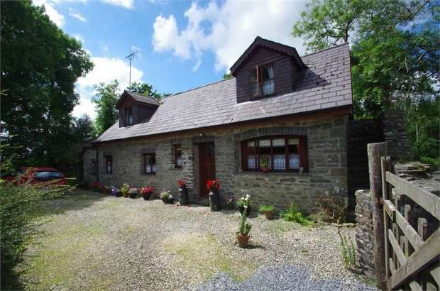 3 Bedrooms Detached House for sale in Ffarmers, Ffarmers, Llanwrda, Carmarthenshire